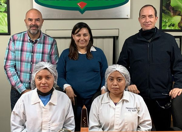 The staff of Food Solutions and its Nutribits division accepted the award at its Mexico office.
